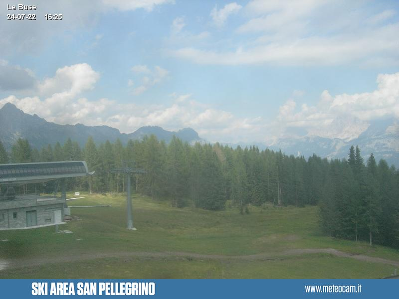 Webcam Passo San Pellegrino - Falcade - Molino Le Buse cabin lift arrival - Altitude: 1,883 metresArea: Le BusePanoramic viewpoint: view from the top station of the cabin lift