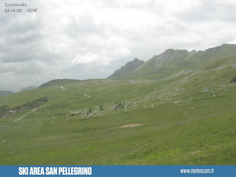 Webcam Passo San Pellegrino - Costabella - Passo delle Selle - Altitude:2,175 metresArea:Costabella chair liftPanoramic viewpoint:static webcam. Outlook from the uphill station of the
