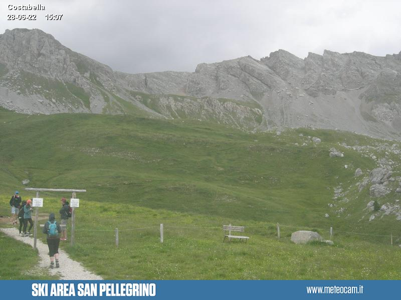 Webcam Passo San Pellegrino - Costabella - Altitude: 1,920 metresArea: San Pellegrino PassPanoramic viewpoint: static webcam. View over the slopes and lifts on Passo San Pellegrino (10 km from Moena). Costabella and Cima Uomo peaks dominate the valley.