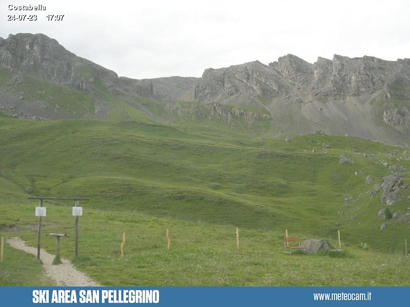 Webcam Passo San Pellegrino - Costabella - Altitude:1,920 metresArea:San Pellegrino PassPanoramic viewpoint:static webcam. View over the slopes and liftson Passo San Pellegrino (10 km from Moena). Costabella and Cima Uomo peaks dominate the valley.