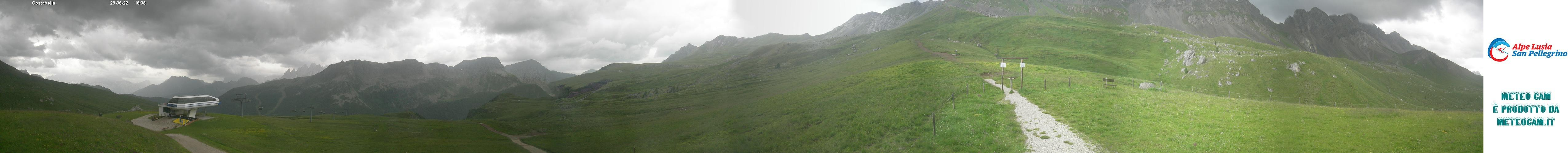 Webcam panorama realtime 360° San Pellegrino Pass - Costabella - Altitude:2,175 metresArea:Costabella chair liftPanoramic viewpoint: 360° real timewebcam. Panoramic view over the slopes and the liftsof the San Pellegrino ski area. View from thetop station of the