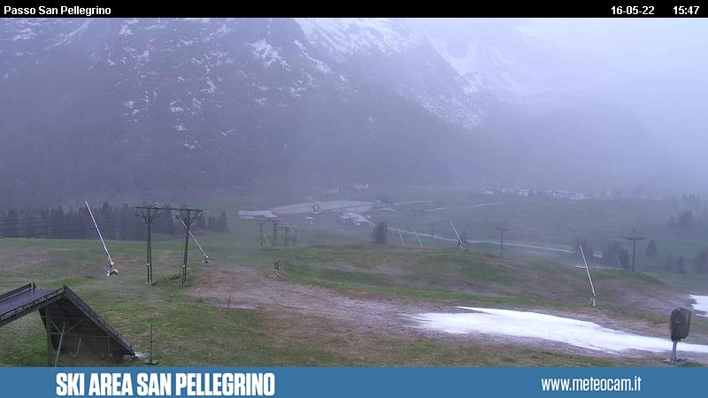 Webcam San Pellegrino Pass - Ski lift Chiesetta - Altitude: 2,030 metresArea: Chiesetta ski liftPanoramic viewpoint: slopes and lifts outlook in direction of San Pellegrino Pass (10 km from Moena). Col Margherita peak in the background.