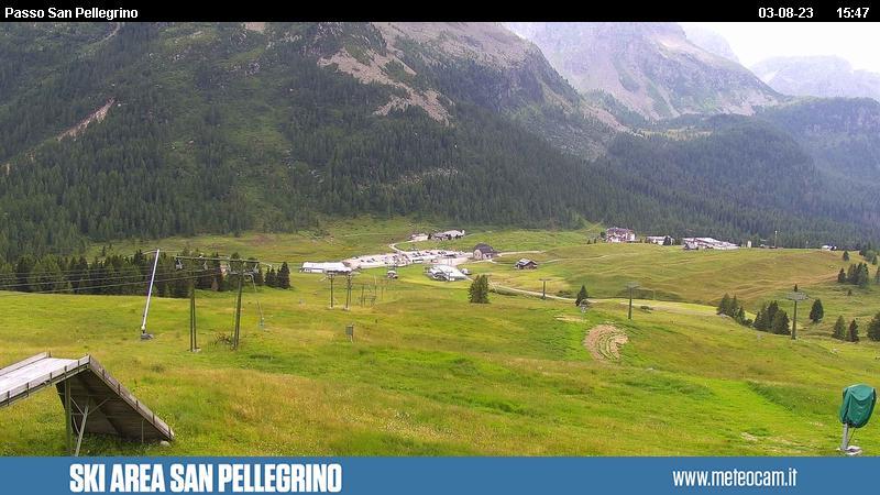 Webcam San Pellegrino Pass - Ski lift Chiesetta - Altitude: 2,030 metresArea: Chiesetta ski liftPanoramic viewpoint: static webcam. Panoramic view overthe slopes and lifts onSan Pellegrino Pass (10 km from Moena). Col Margherita in the background.