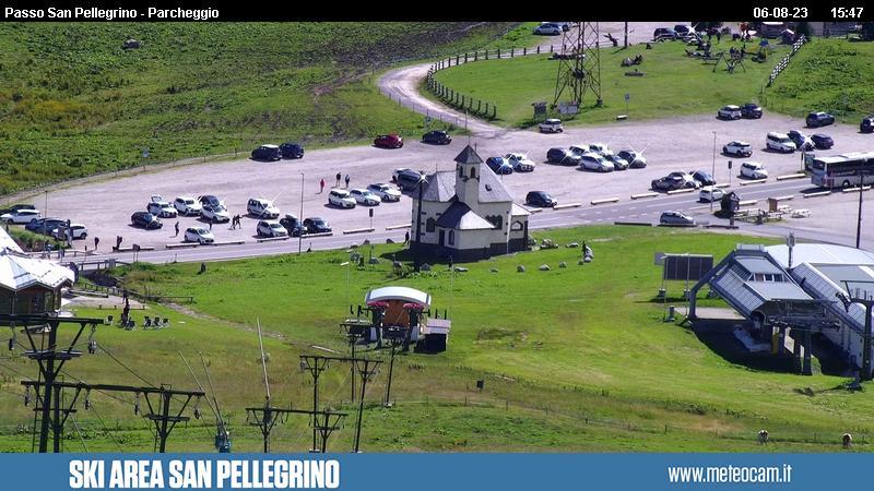 Webcam Passo San Pellegrino - Chalet Cima Uomo - Altitudine: 2.030 metriPosizione: skilift ChiesettaPunto Panoramico: webcam statica. Panorama verso le piste da sci e gli impianti di risalita del Passo San Pellegrino (10 km da Moena). Chalet Cima Uomo, Kid's Paradise e seggiovia Gigante.